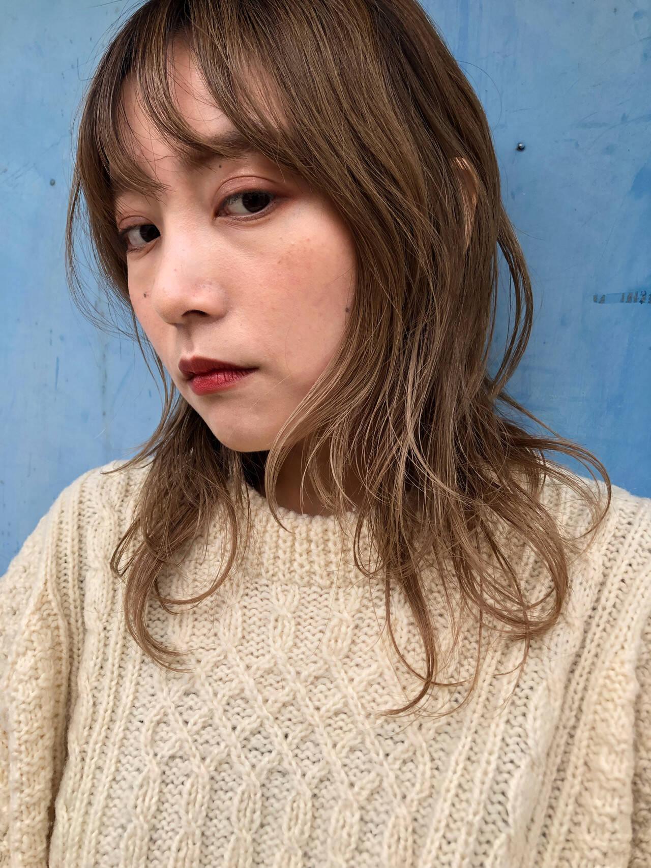 ミディアム モード ウルフ ウルフカットヘアスタイルや髪型の写真・画像
