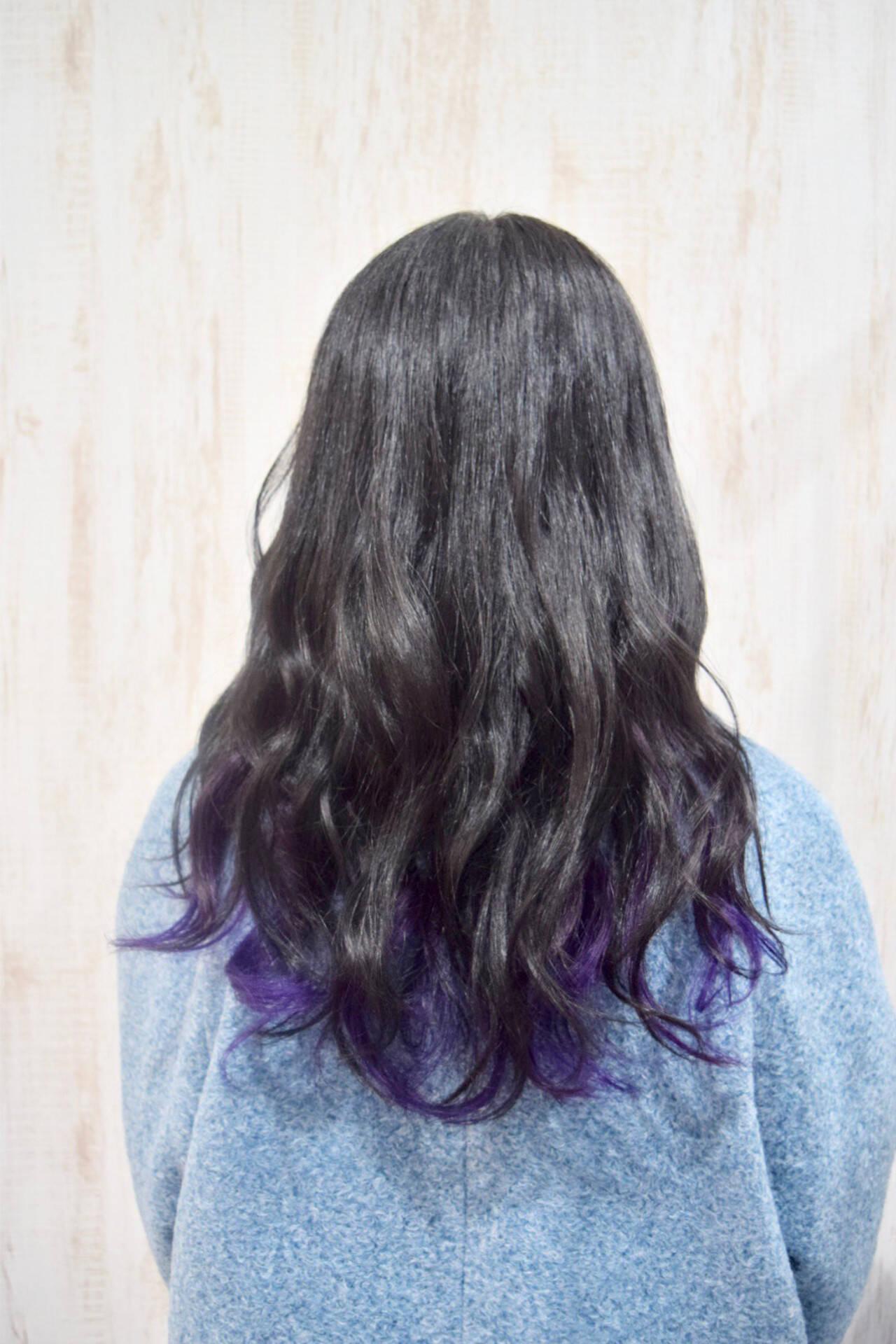 セミロング インナーカラーパープル ヴァイオレット ストリートヘアスタイルや髪型の写真・画像
