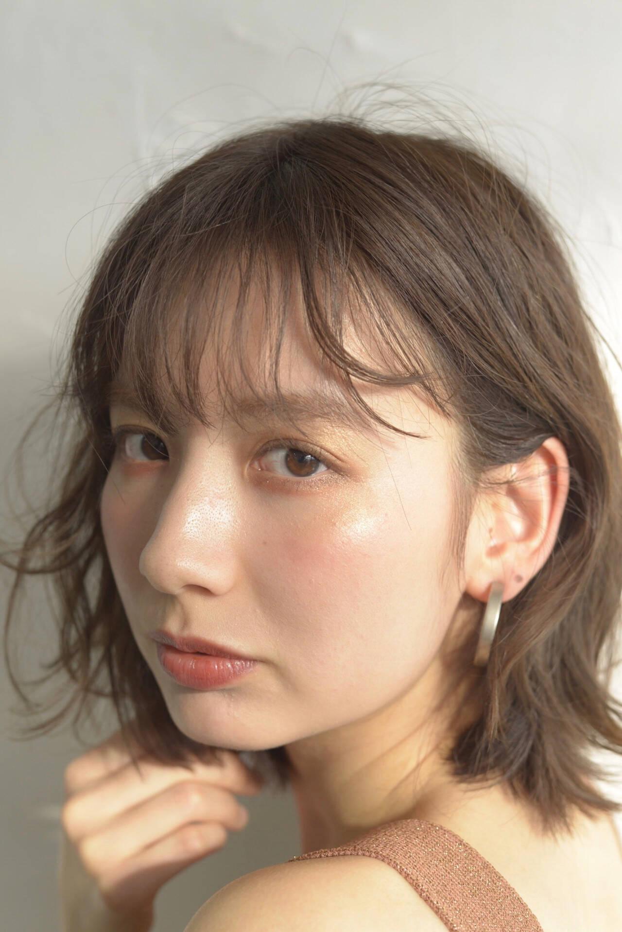 ミディアム フェミニン オフィス 前髪パーマヘアスタイルや髪型の写真・画像