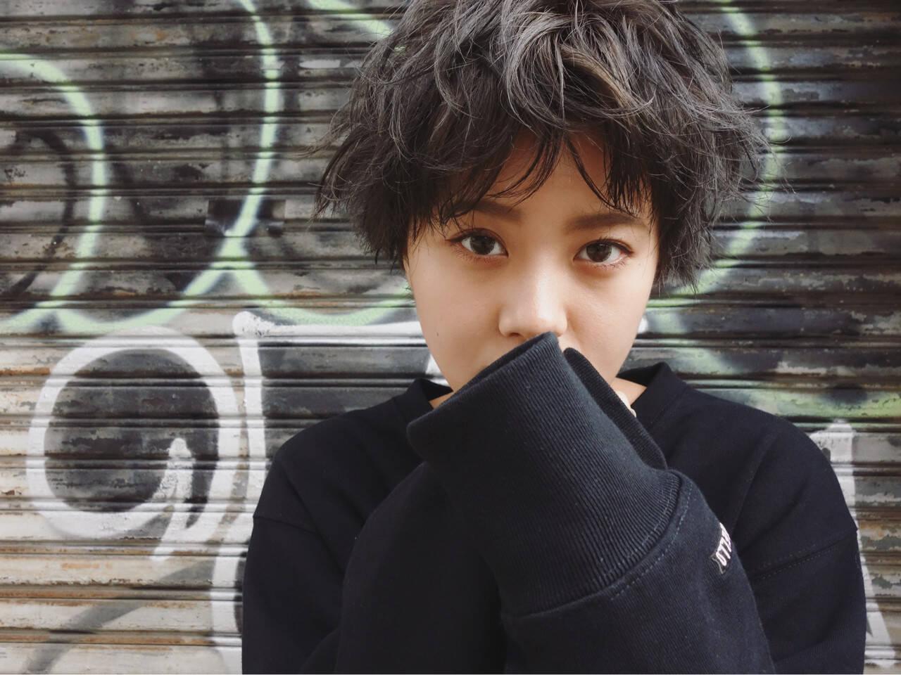 ストリート グレージュ 暗髪 ラフヘアスタイルや髪型の写真・画像