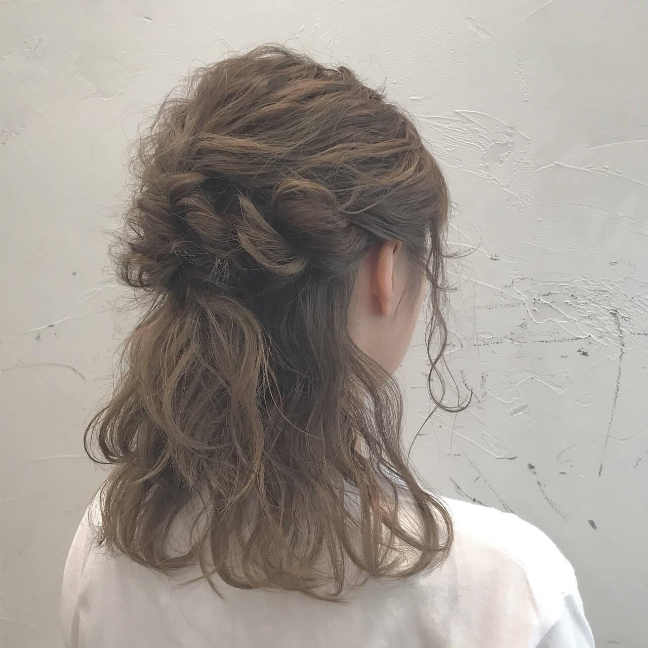 フェミニン 波ウェーブ 結婚式 二次会ヘアスタイルや髪型の写真・画像