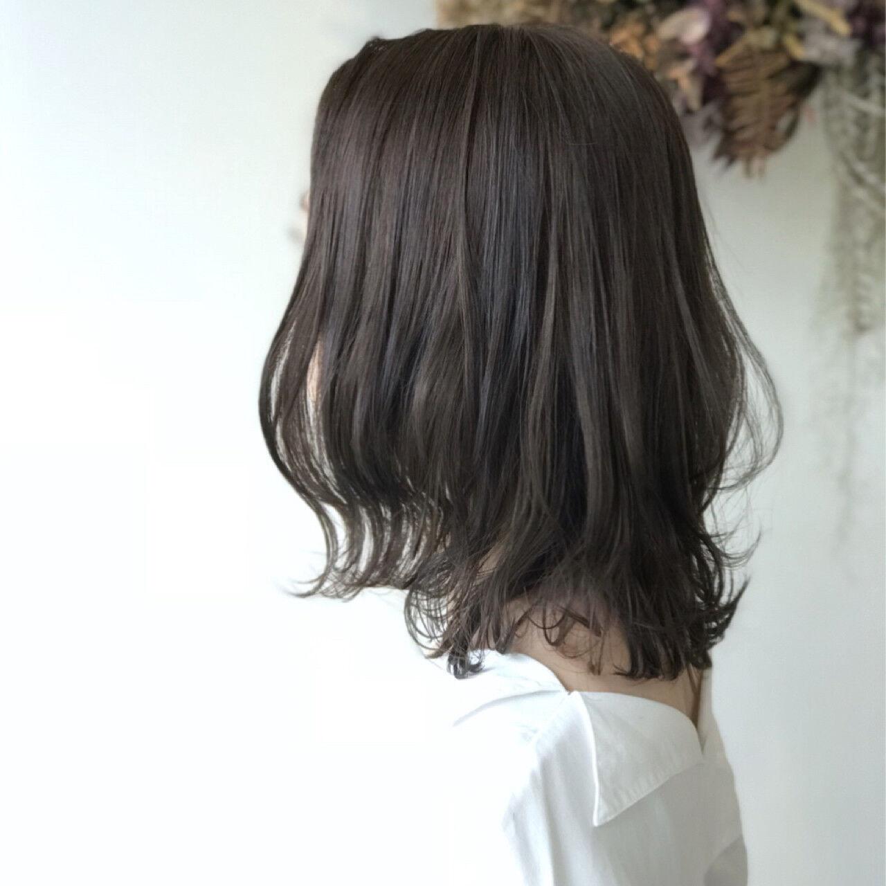 オフィス 外国人風 フェミニン ハイライトヘアスタイルや髪型の写真・画像