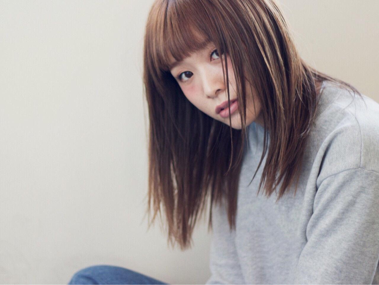 ハイライト 前髪あり 外国人風 ストレートヘアスタイルや髪型の写真・画像