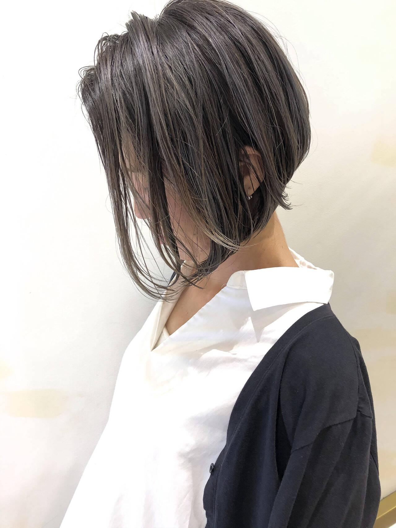 グレージュ ショートボブ バレイヤージュ ショートヘアスタイルや髪型の写真・画像