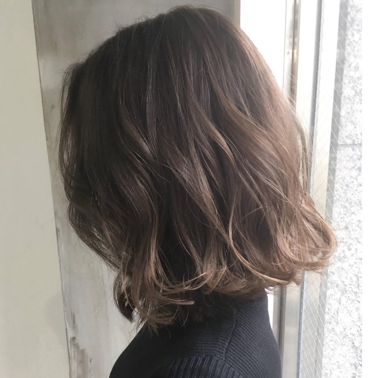 ミルクティー 色気 ナチュラル アッシュヘアスタイルや髪型の写真・画像