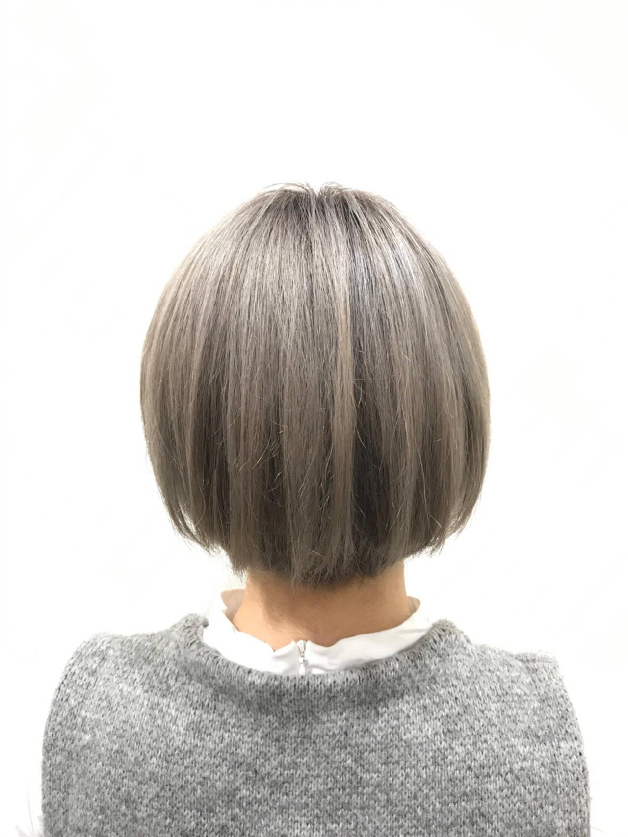ショート モード グレー シルバーアッシュヘアスタイルや髪型の写真・画像