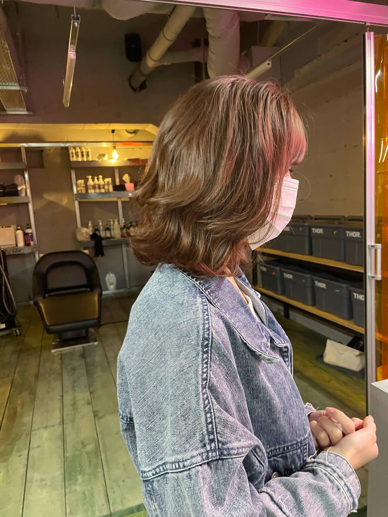 ミディアム 韓国ヘア ピンクベージュ 透明感カラーヘアスタイルや髪型の写真・画像