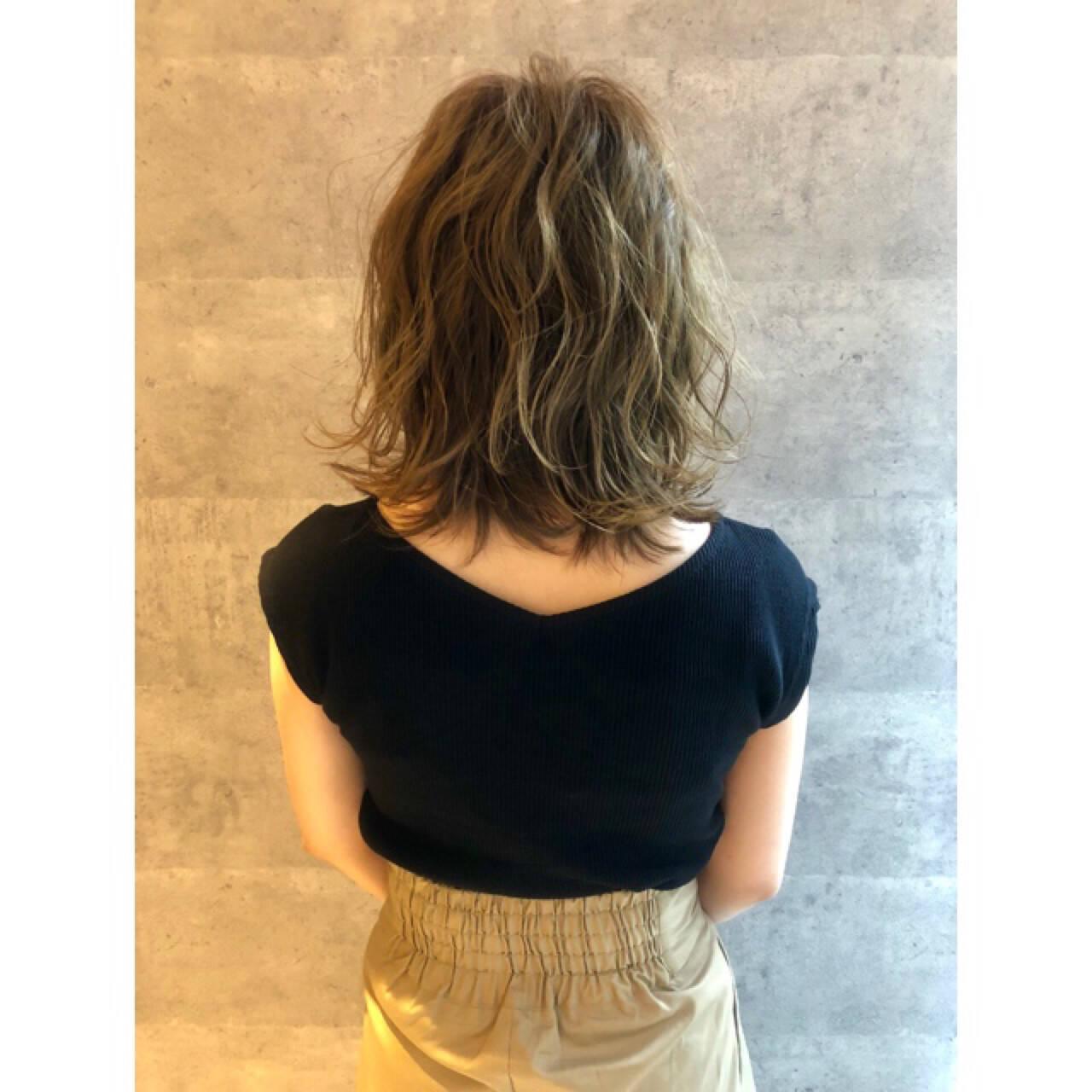 ナチュラル セミロング 大人女子 3Dカラーヘアスタイルや髪型の写真・画像