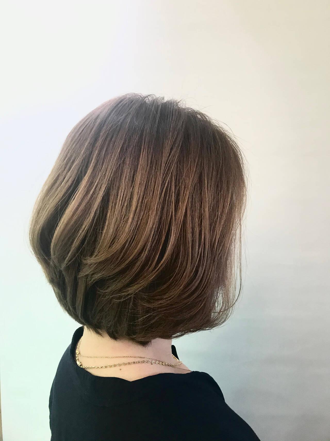 オリーブグレージュ 白髪染め ハイライト ボブヘアスタイルや髪型の写真・画像