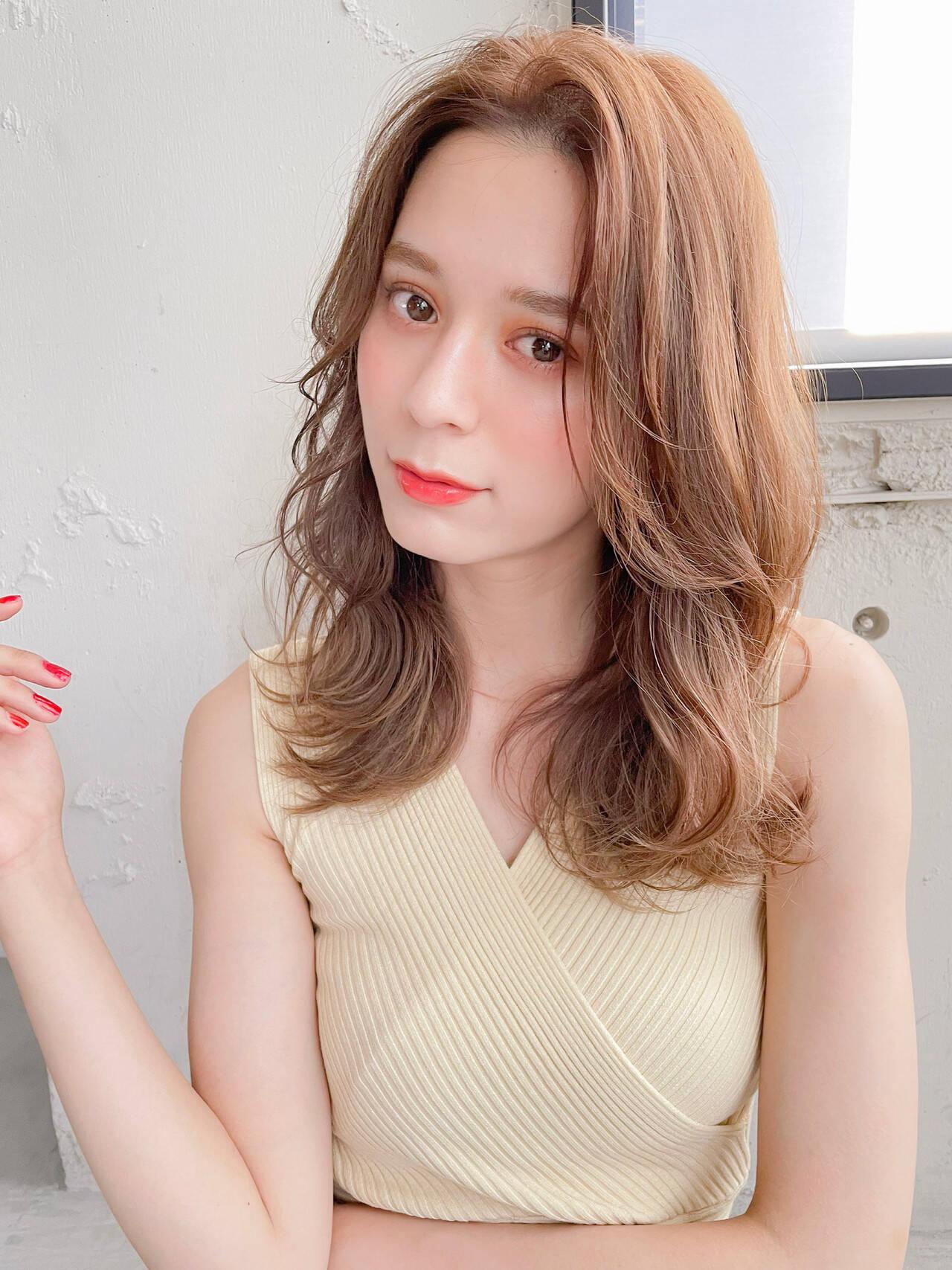 かきあげバング 外国人風 ブラウンベージュ 前髪ヘアスタイルや髪型の写真・画像