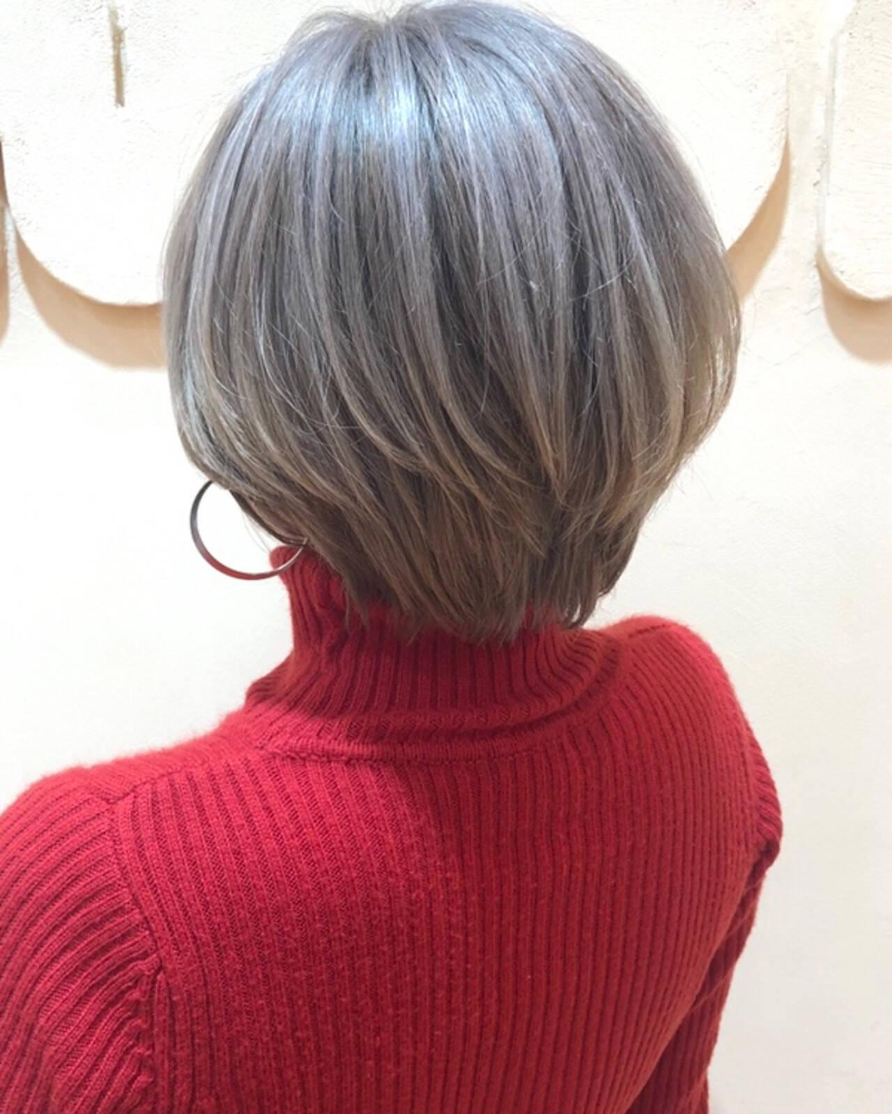 ホワイトベージュ ハイトーンカラー ハンサムショート ナチュラルヘアスタイルや髪型の写真・画像