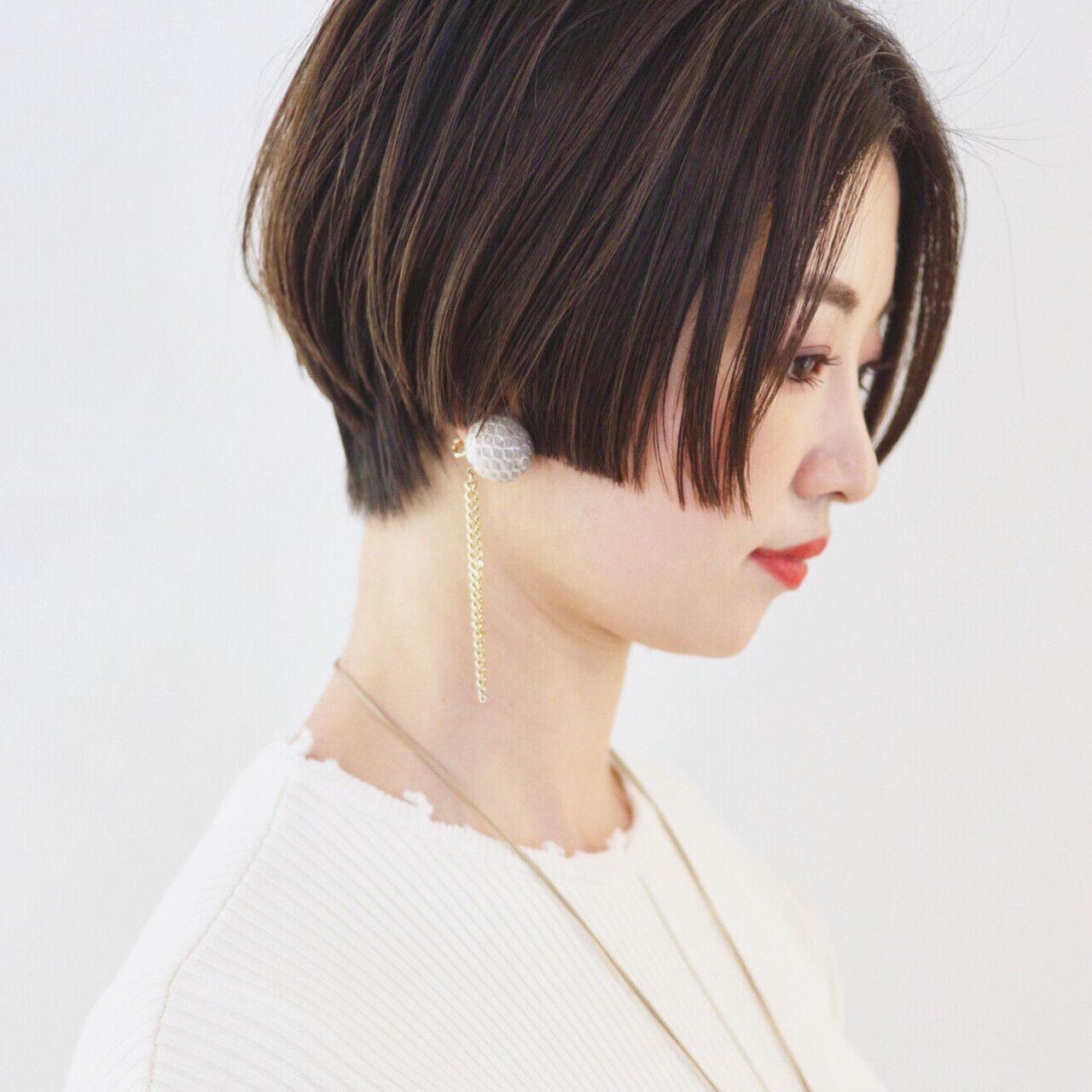 グレージュ ショート かっこいい アウトドアヘアスタイルや髪型の写真・画像