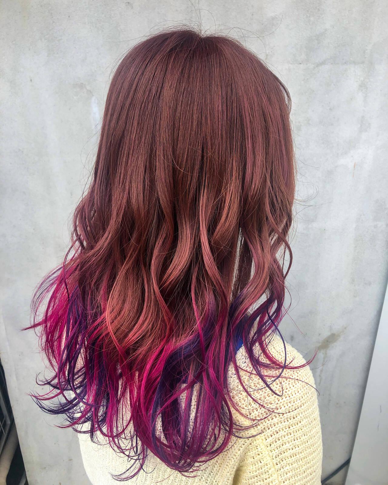 ロング ベリーピンク バレイヤージュ ガーリーヘアスタイルや髪型の写真・画像