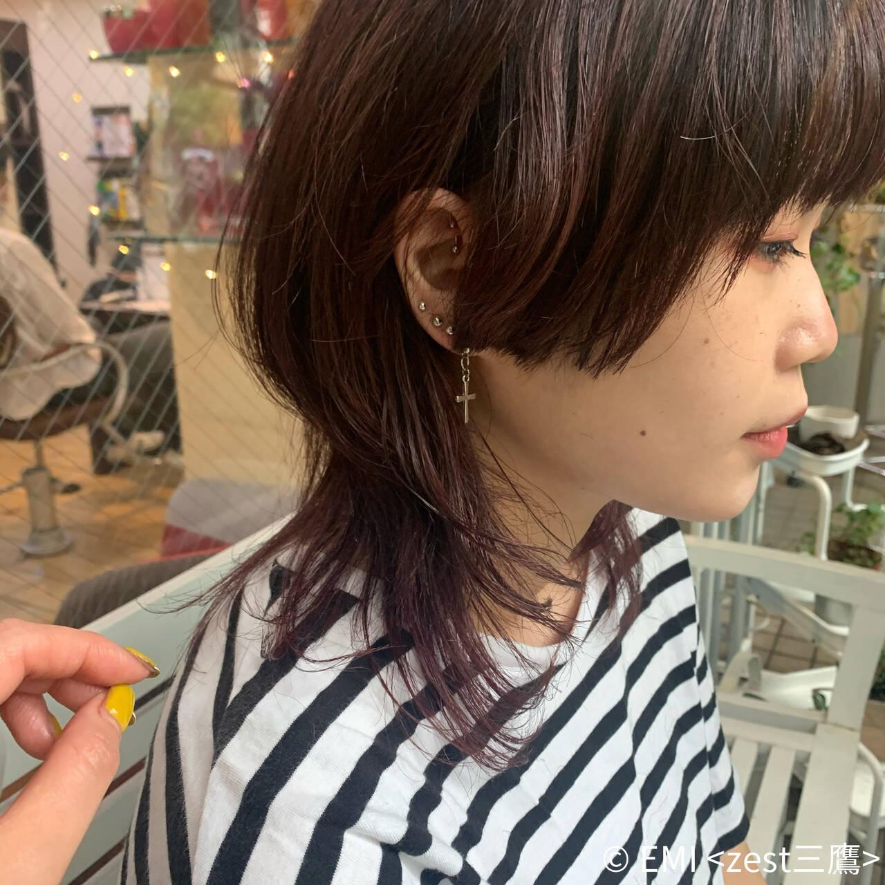 ミディアム ウルフレイヤー ウルフカット レイヤーカットヘアスタイルや髪型の写真・画像