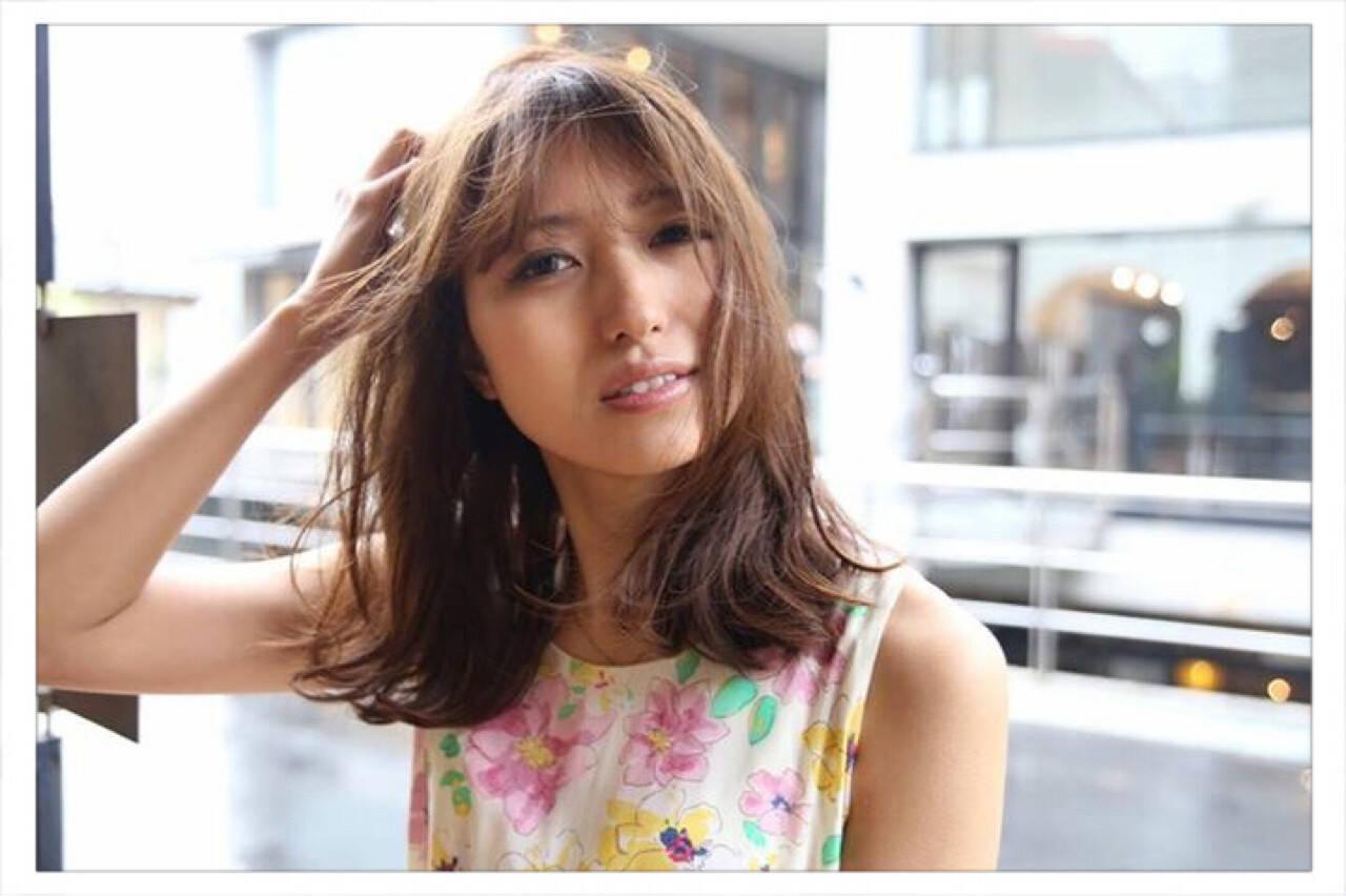 ストリート 外国人風 グレージュ アッシュヘアスタイルや髪型の写真・画像