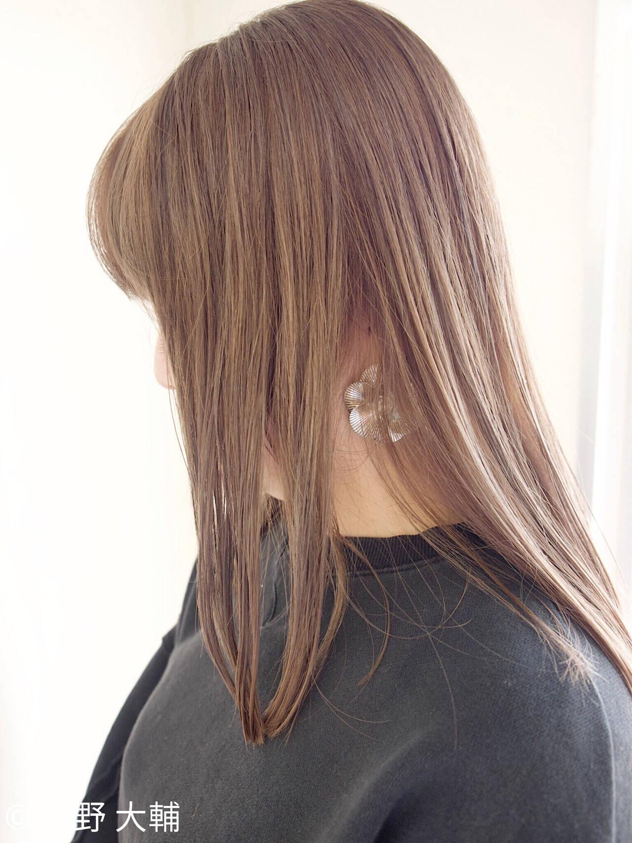 グレージュ ナチュラル 切りっぱなしボブ ミルクティーグレージュヘアスタイルや髪型の写真・画像