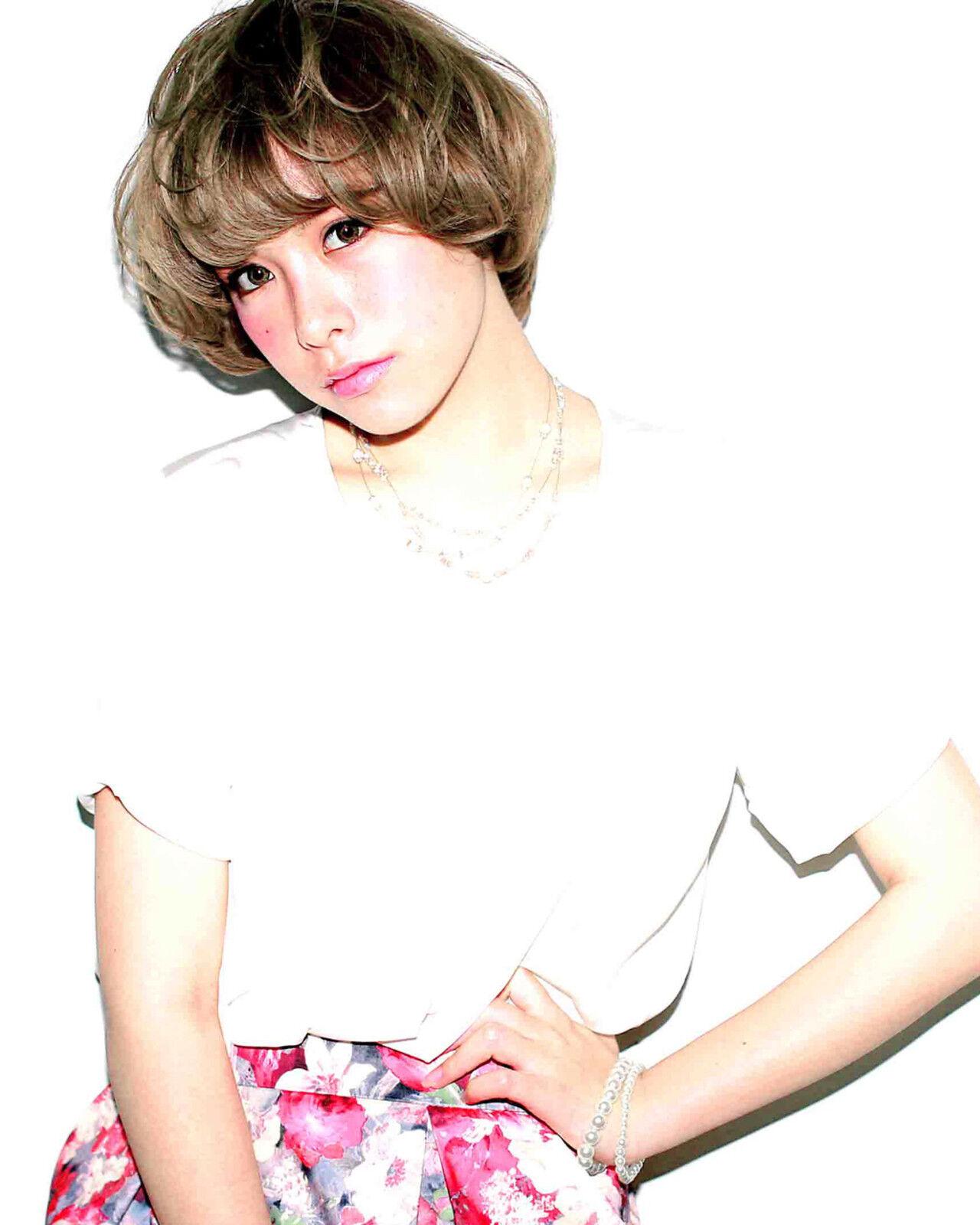 ピュア グレージュ アッシュ ブリーチヘアスタイルや髪型の写真・画像