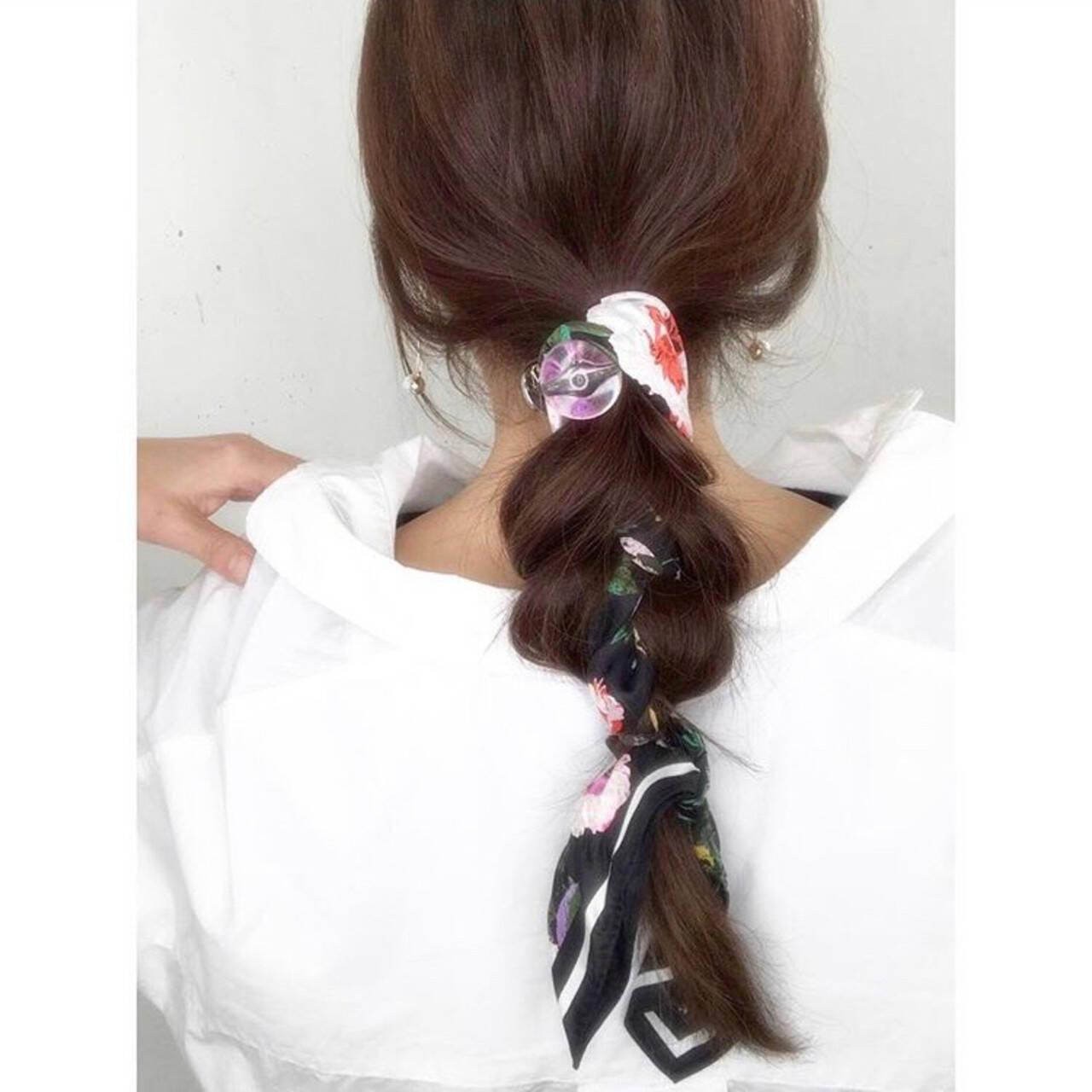 ナチュラル 簡単ヘアアレンジ スカーフアレンジ ロングヘアスタイルや髪型の写真・画像
