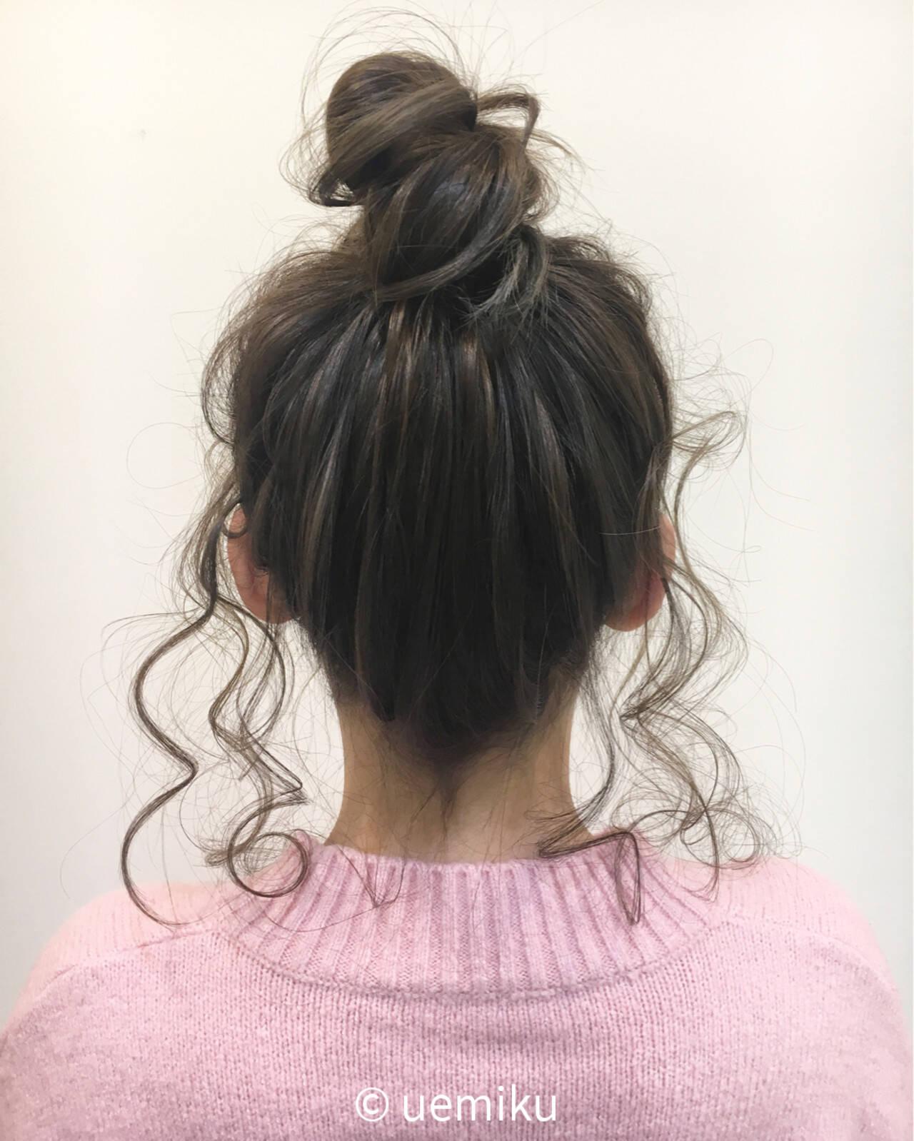 後れ毛 セミロング ショート お団子ヘアスタイルや髪型の写真・画像
