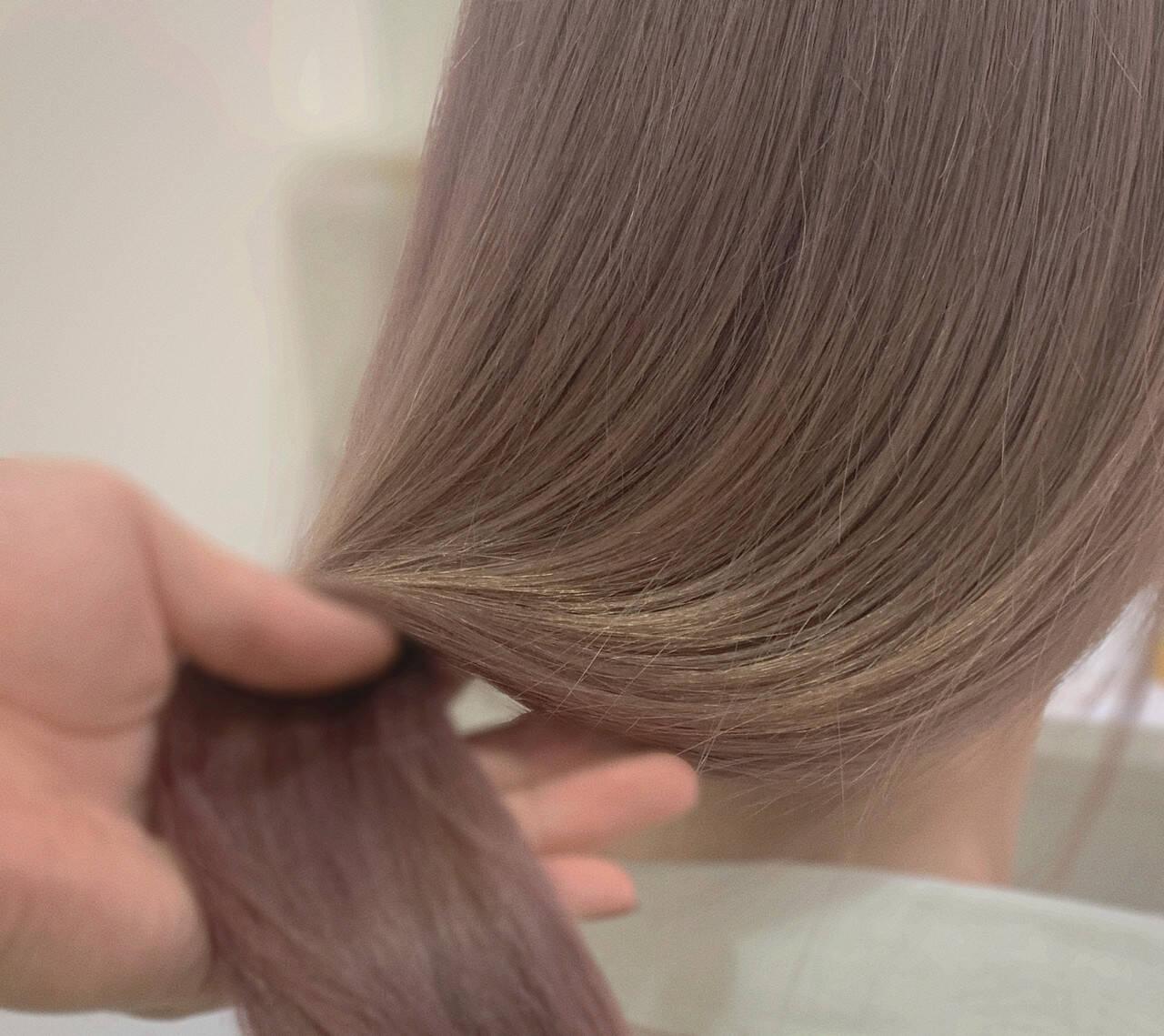 ハイトーン ピンクベージュ ミルクティーベージュ ナチュラルヘアスタイルや髪型の写真・画像