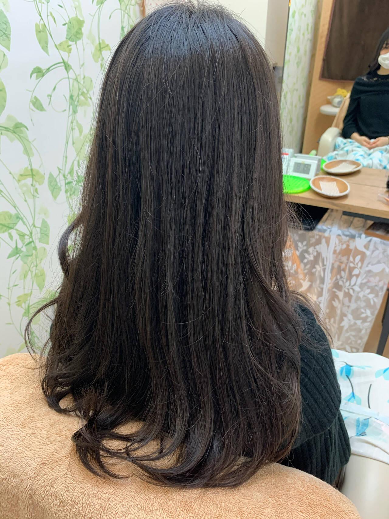 くびれカール フェミニン ロング ゆるふわパーマヘアスタイルや髪型の写真・画像