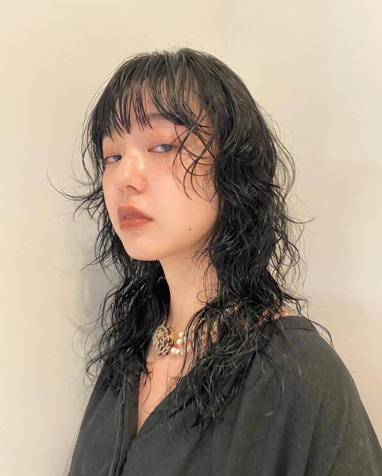 スパイラルパーマ 個性的 ナチュラル ウルフパーマヘアスタイルや髪型の写真・画像