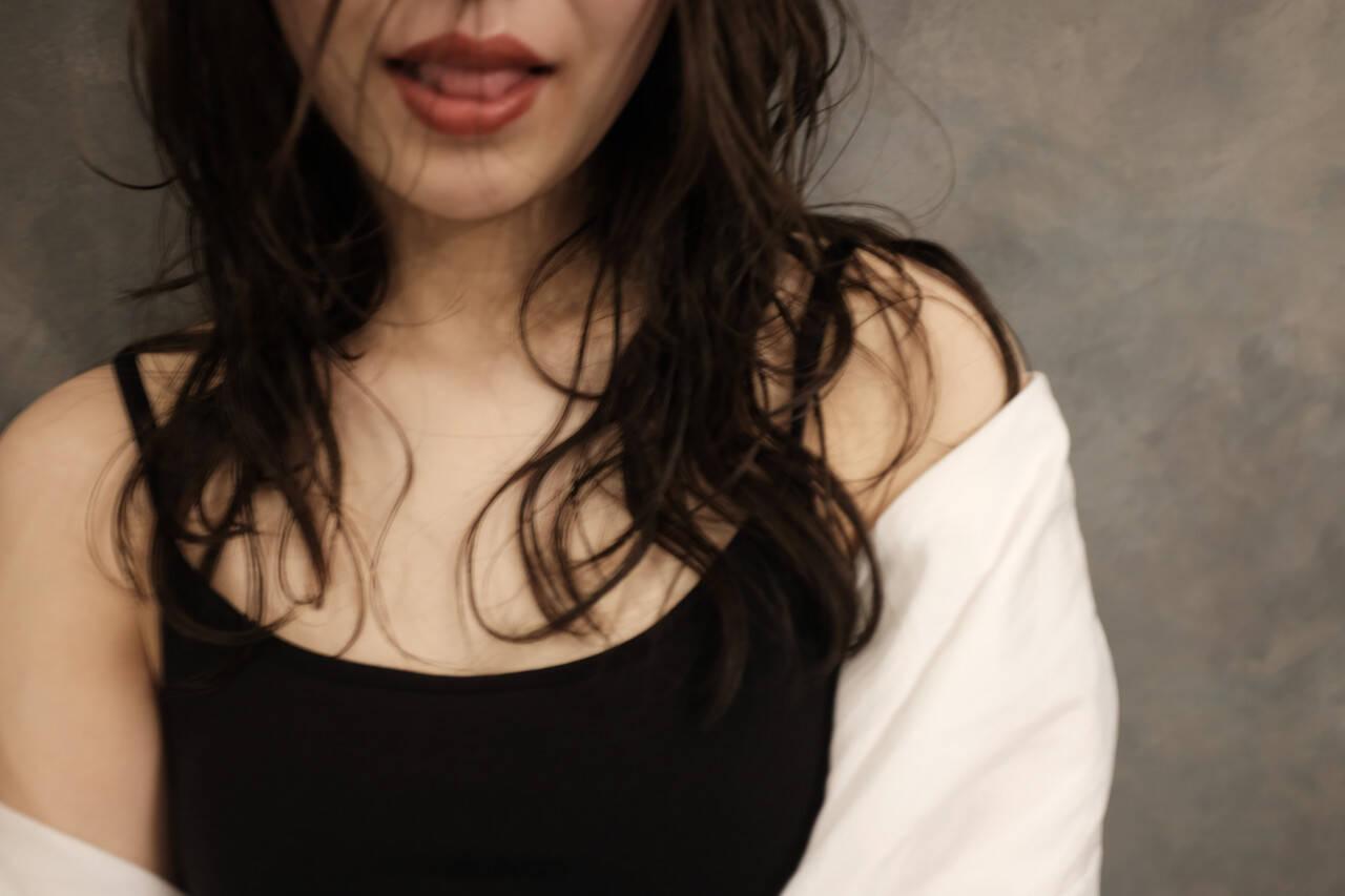 インナーカラー フェミニン ウルフカット セミロングヘアスタイルや髪型の写真・画像