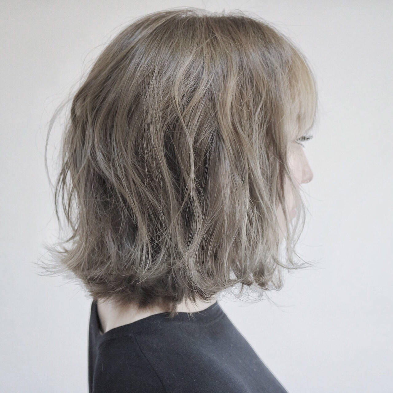 ハイトーン フェミニン ボブ 波ウェーブヘアスタイルや髪型の写真・画像