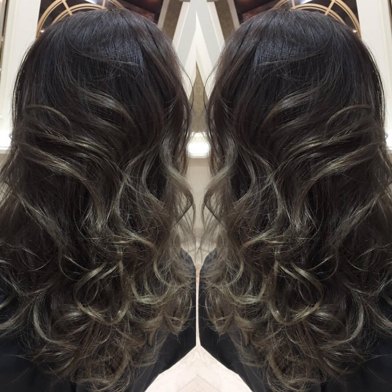 セミロング ハイライト グラデーションカラー アッシュヘアスタイルや髪型の写真・画像