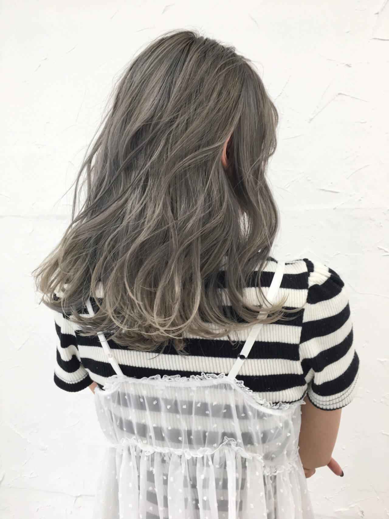 アッシュ ホワイトアッシュ ホワイト 秋ヘアスタイルや髪型の写真・画像