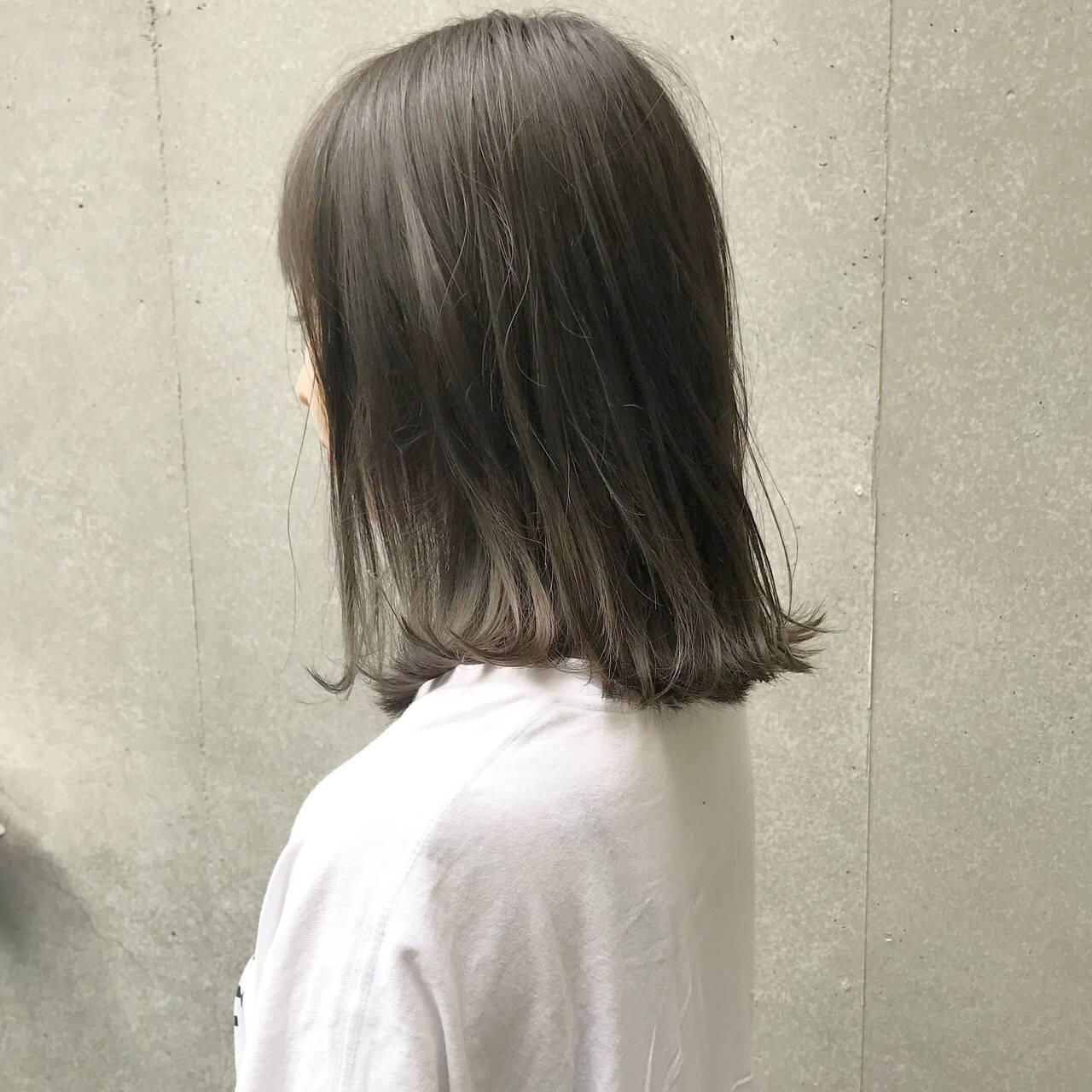 切りっぱなし ナチュラル ミルクティーベージュ グレージュヘアスタイルや髪型の写真・画像