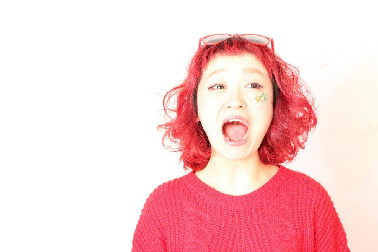 ピンク レッドヘアスタイルや髪型の写真・画像