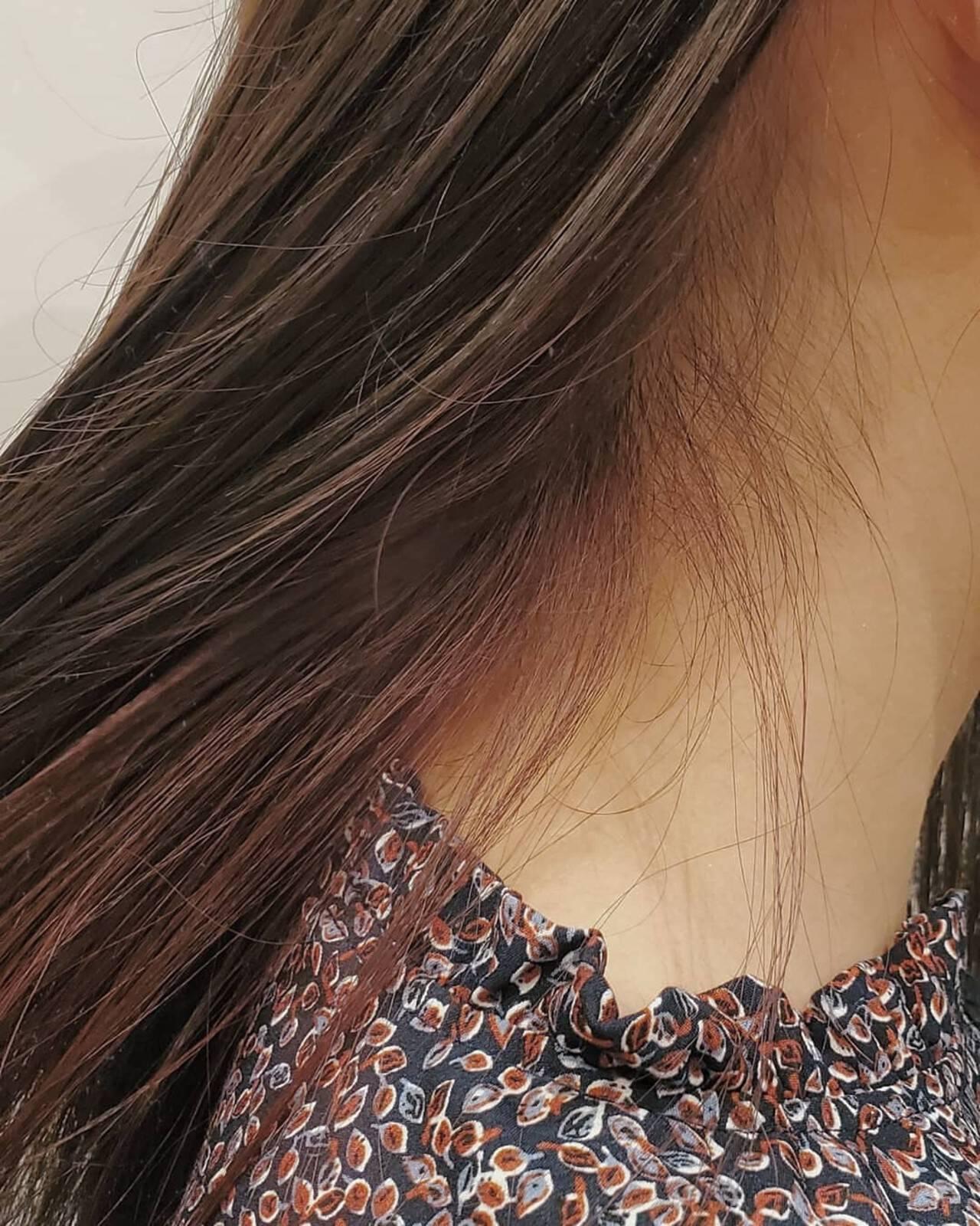 グレージュ ナチュラル可愛い インナーカラー ベリーピンクヘアスタイルや髪型の写真・画像
