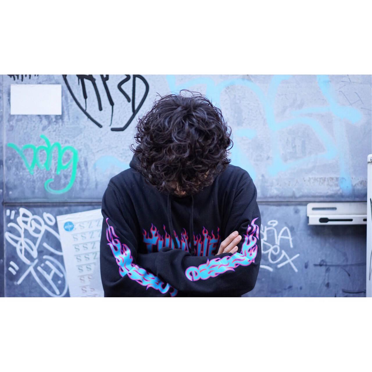 ガーリー メンズ ストリート スパイラルパーマヘアスタイルや髪型の写真・画像