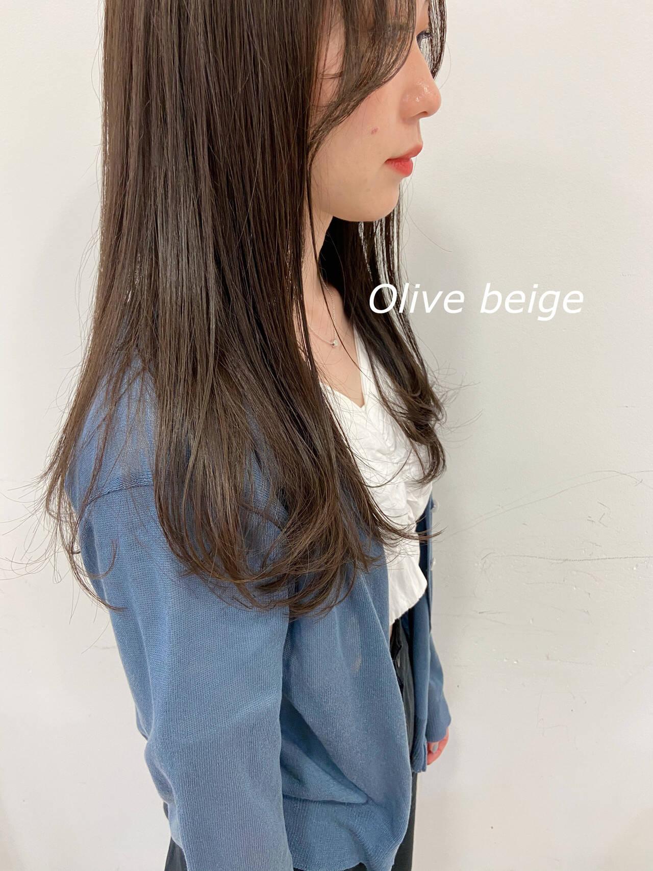 オリーブベージュ ナチュラル 韓国 セミロングヘアスタイルや髪型の写真・画像