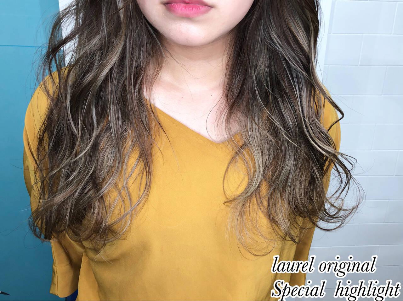 セミロング ハイライト グラデーションカラー ナチュラルヘアスタイルや髪型の写真・画像
