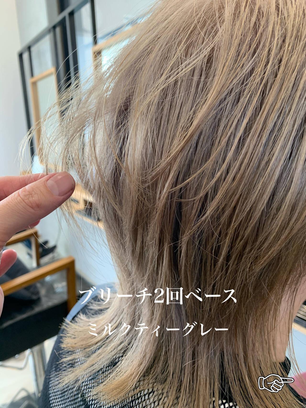 ウルフカット デザインカラー ミルクティーベージュ モードヘアスタイルや髪型の写真・画像