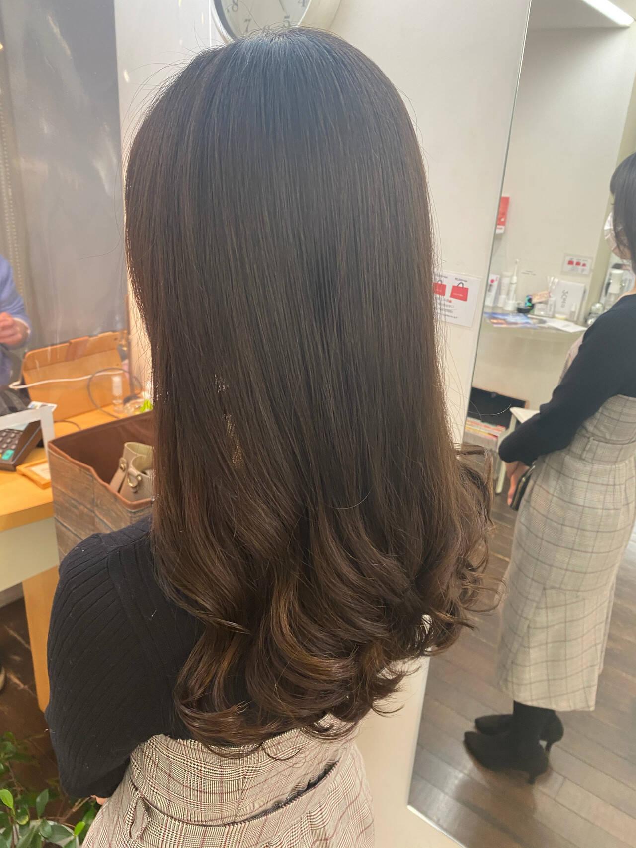 デジタルパーマ コテ巻き風パーマ ロング ナチュラルヘアスタイルや髪型の写真・画像