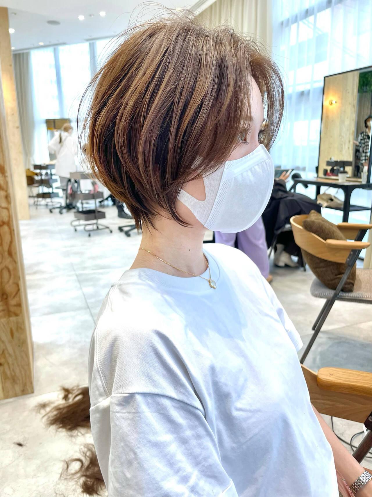 インナーカラー アンニュイほつれヘア 切りっぱなしボブ ショートヘアヘアスタイルや髪型の写真・画像