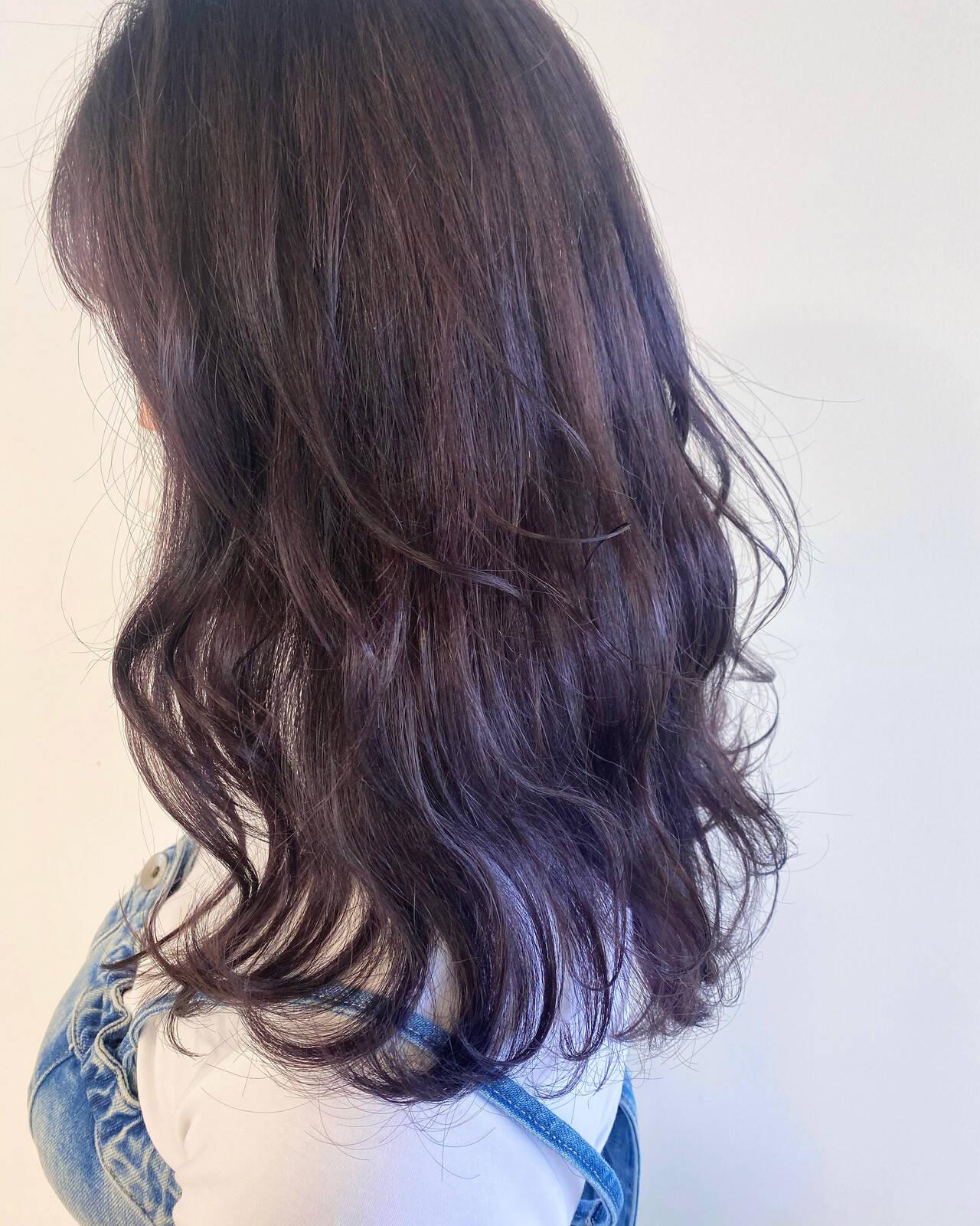 ナチュラル パープル セミロング パープルカラーヘアスタイルや髪型の写真・画像