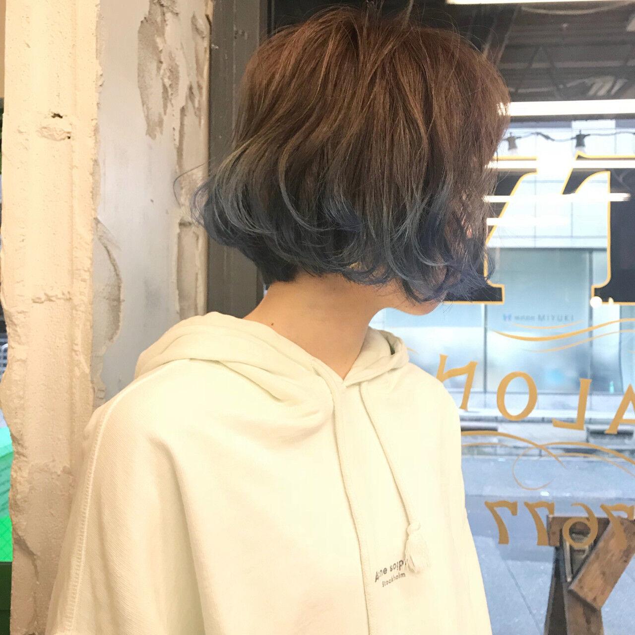 ブリーチ ハイライト ブルー ネイビーヘアスタイルや髪型の写真・画像