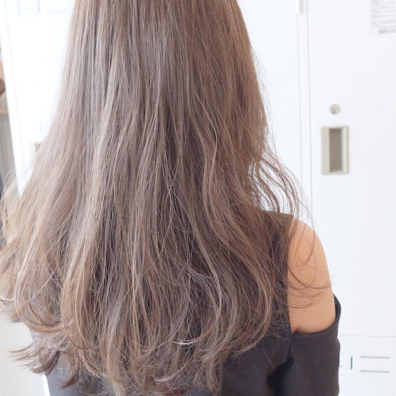 女子会 デート フェミニン パーマヘアスタイルや髪型の写真・画像