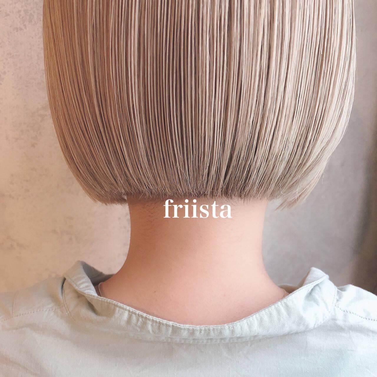 ショートヘア 切りっぱなしボブ ナチュラル ハイトーンボブヘアスタイルや髪型の写真・画像