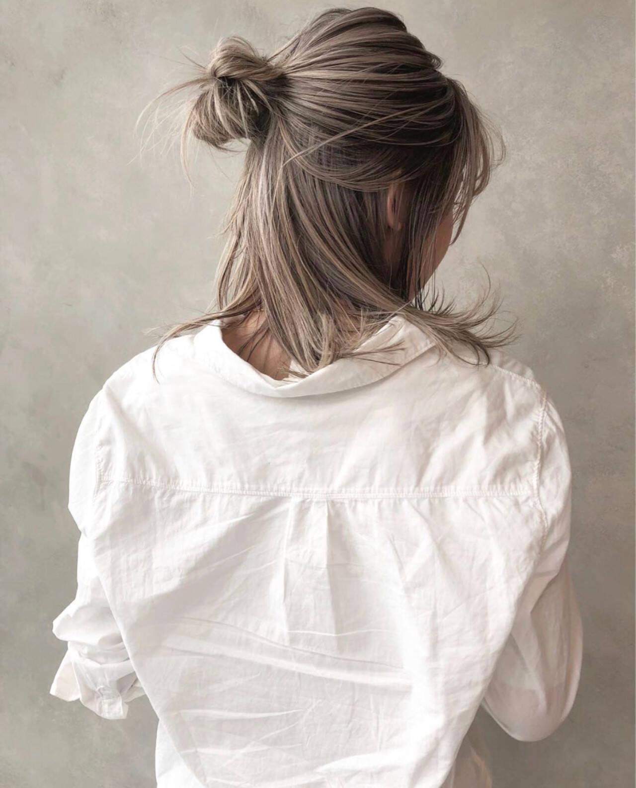 グレージュ アッシュ ストリート ミディアムヘアスタイルや髪型の写真・画像