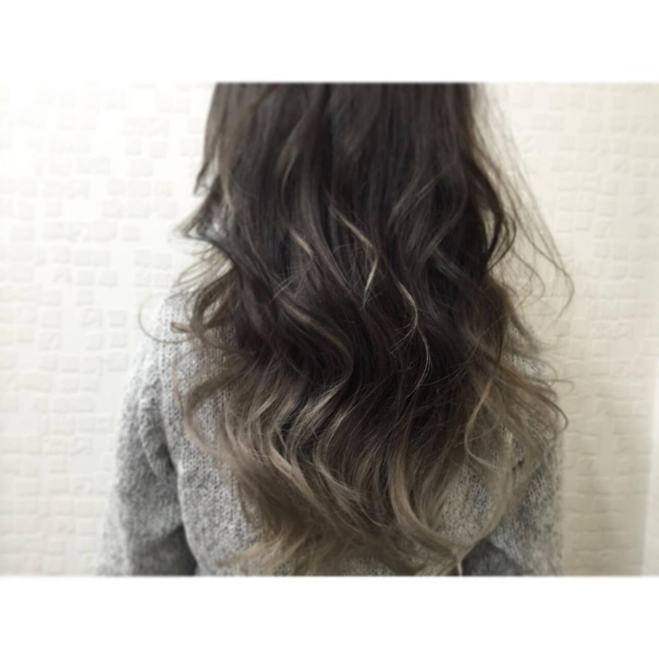 外国人風 グラデーションカラー グレージュ 暗髪ヘアスタイルや髪型の写真・画像