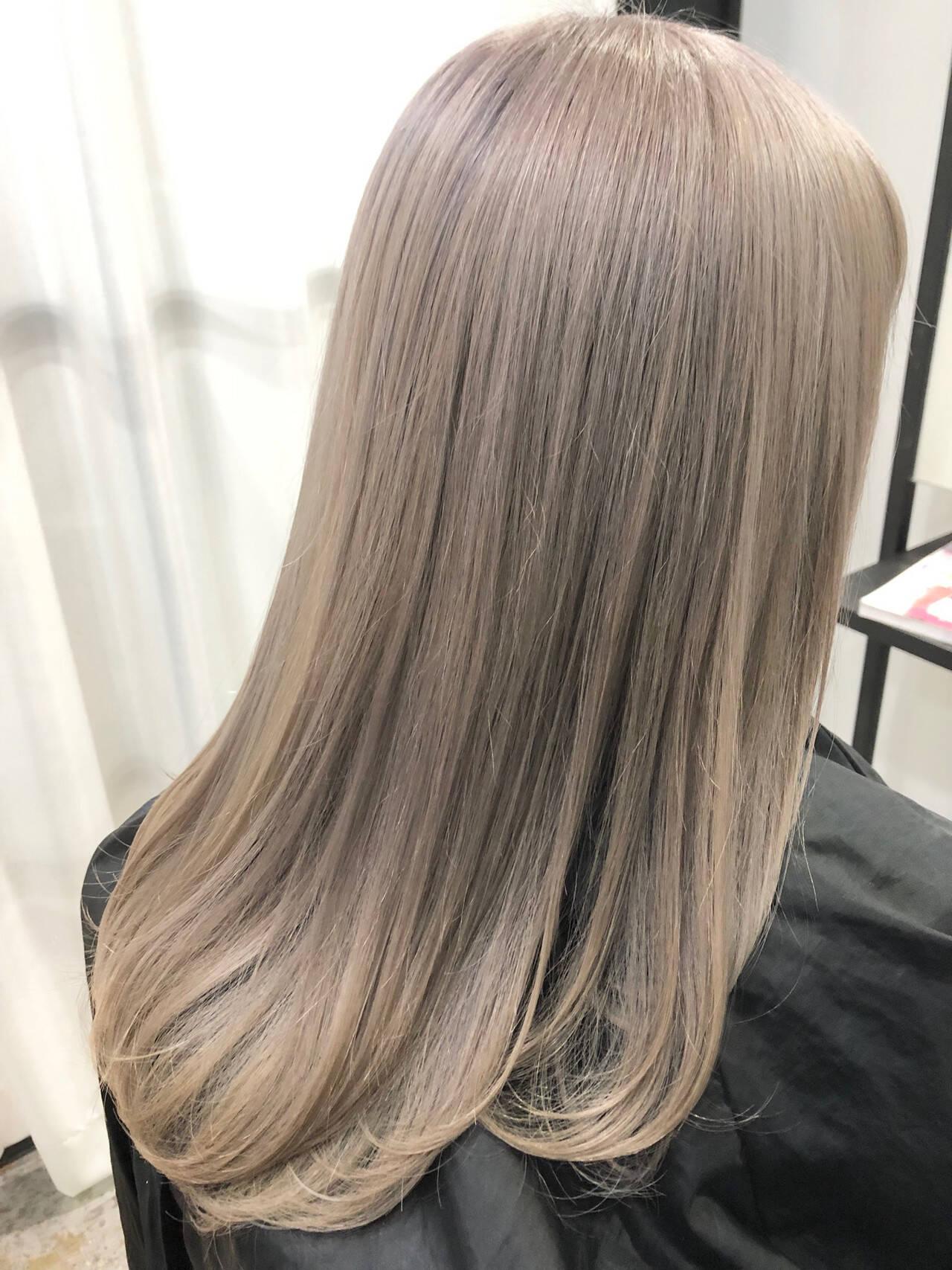 ミルクティーベージュ インナーカラー ミルクティーアッシュ ナチュラルヘアスタイルや髪型の写真・画像