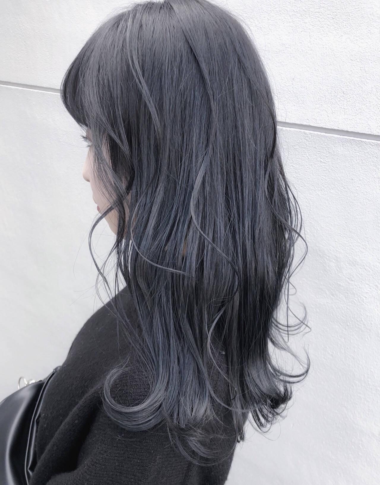 暗髪 セミロング ナチュラル ネイビーアッシュヘアスタイルや髪型の写真・画像