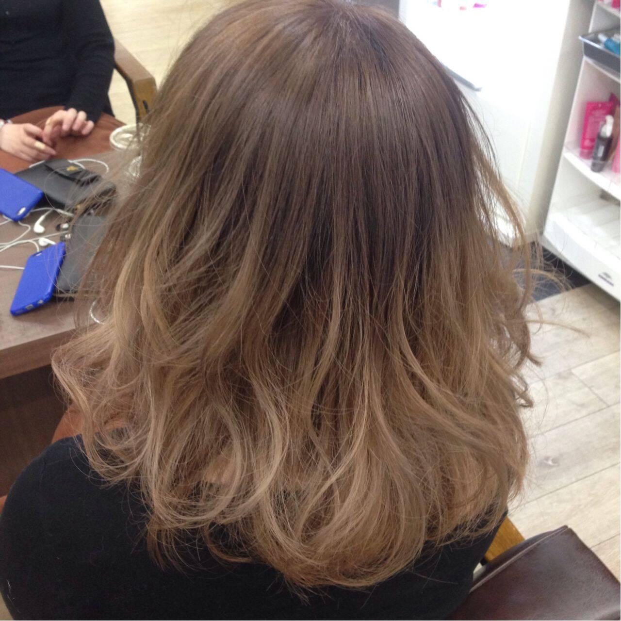 グラデーションカラー ボブ ダブルカラー アッシュベージュヘアスタイルや髪型の写真・画像