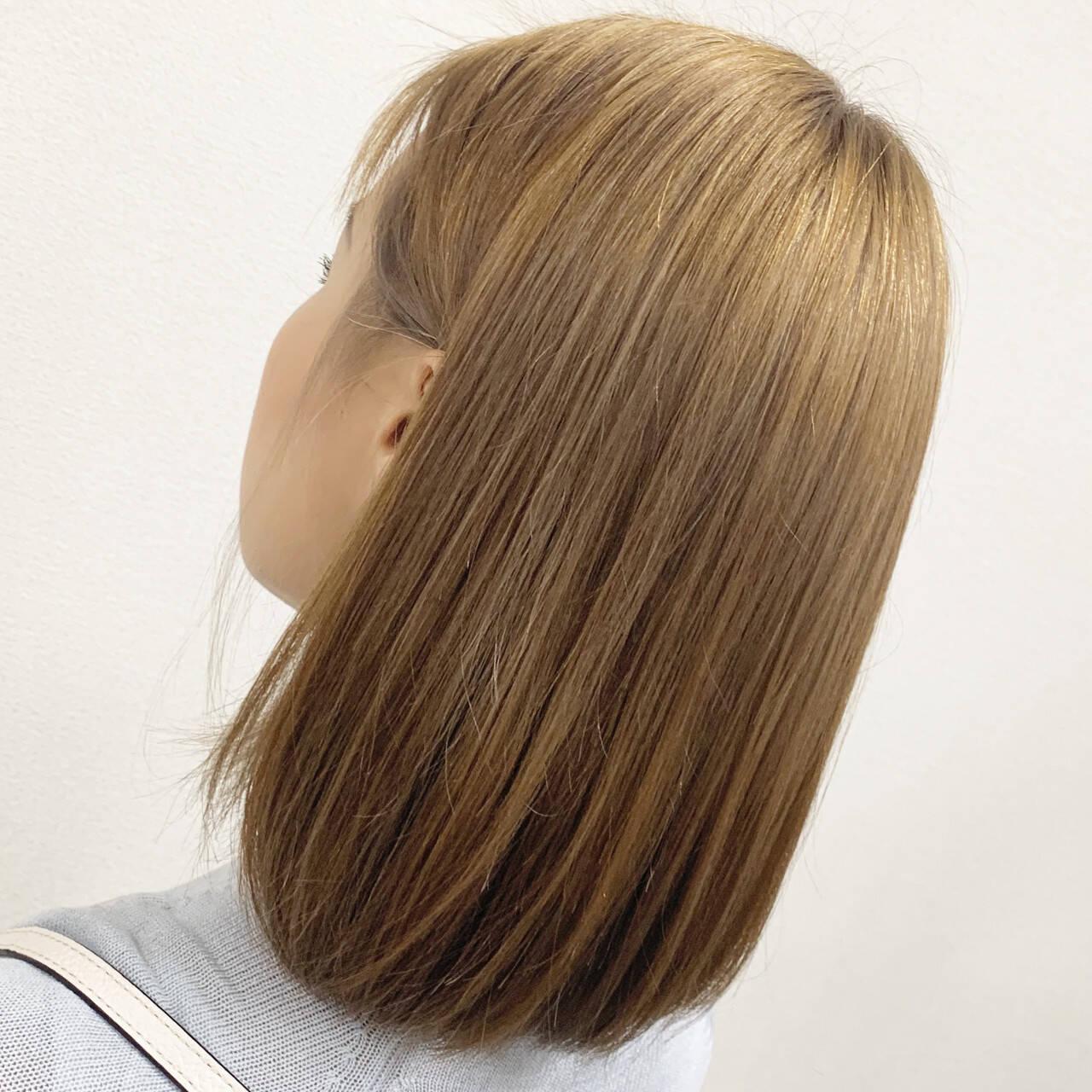 ブリーチ ミディアム フェミニン ベージュヘアスタイルや髪型の写真・画像