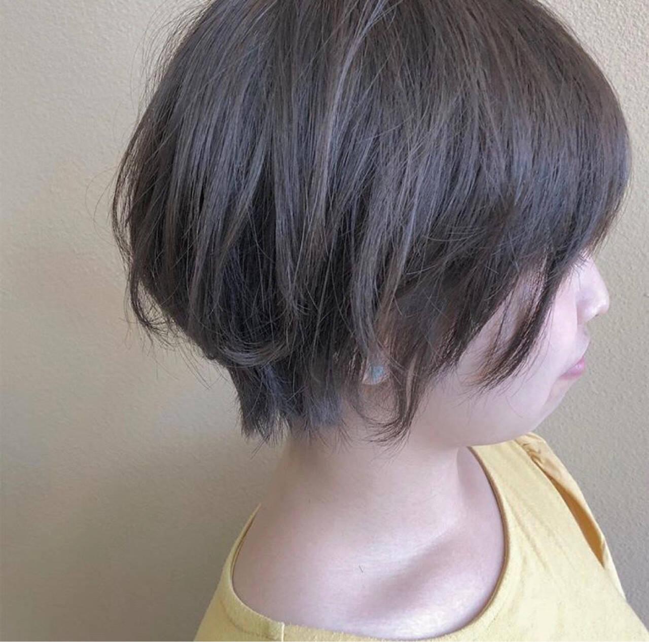 スモーキーアッシュ アッシュ ショート ナチュラルヘアスタイルや髪型の写真・画像